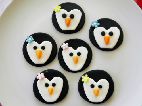 12 Penguin Cupcake Toppers